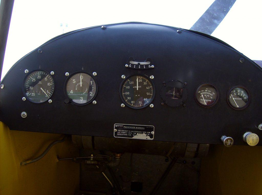 Cockpit  der Piper J3 Cub